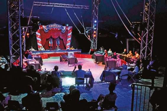 Un maire élu sous le chapiteau d'un cirque