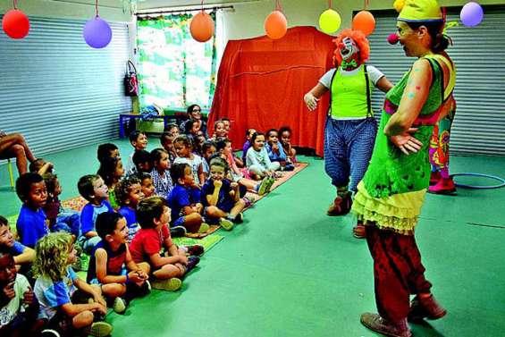 Des mamans clowns à l'école