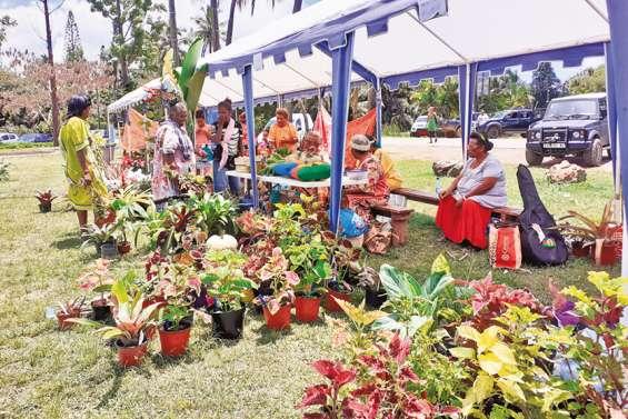 Une cinquantaine de stands au marché des femmes