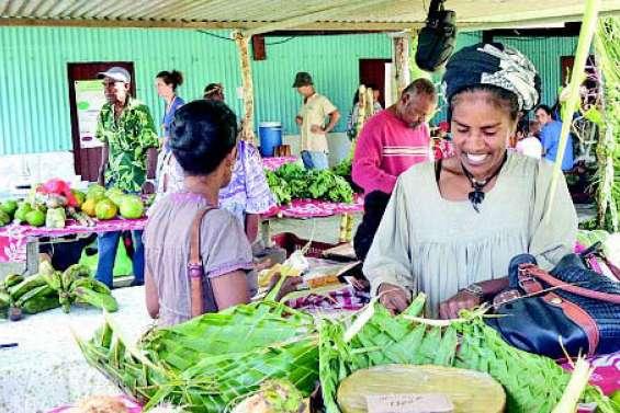 Une belle énergie au marché bio de Tadine
