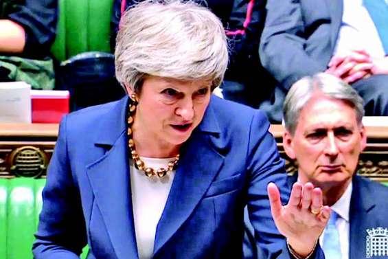 Brexit : affaiblie par des revers, May défend son accord