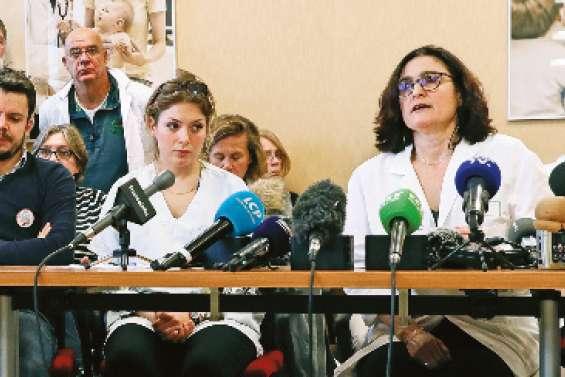 Plus de 1100 médecins hospitaliers menacent de démissionner