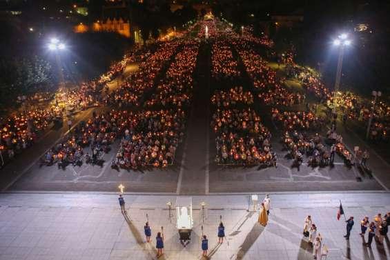 Lesfidèles à Lourdes pour célébrer la fraternité