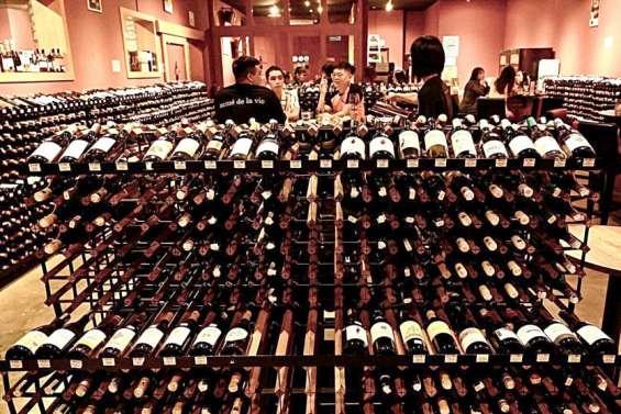 Vin australien, surtaxé en Chine, chercheacheteurs