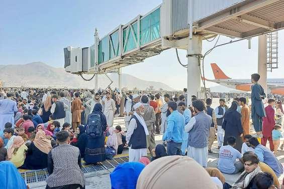 L'Afghanistan aux mains des talibans, chaos total à l'aéroport de Kaboul