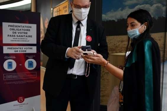 Nouvelle étape pour le pass sanitaire, contrôlé dans les centres commerciaux