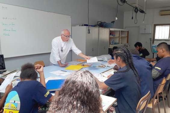 Des ateliers d'orientation au collège Théodore-Kawa-Braïno