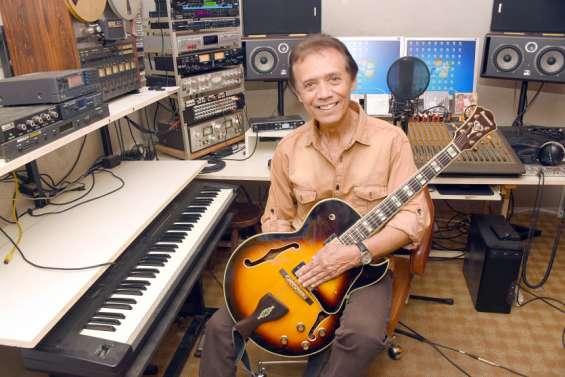 Ardi Panatte, le crooner du Caillou, célèbre ses cinquante ans de carrière