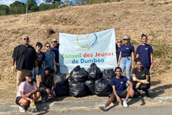 Le conseil des jeunes mène une opération nettoyage de déchets
