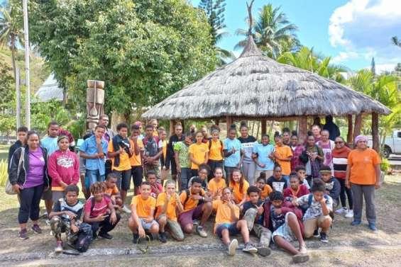 Les collégiens de Païamboué à Canala