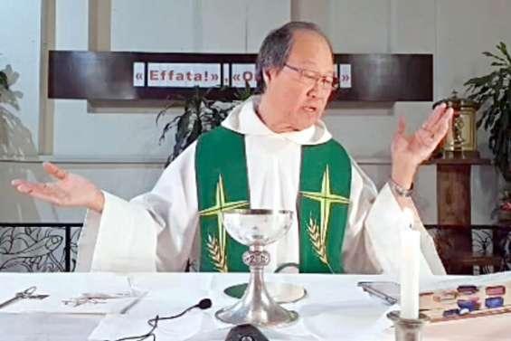 En temps de confinement, la messe est célébrée sur les réseaux