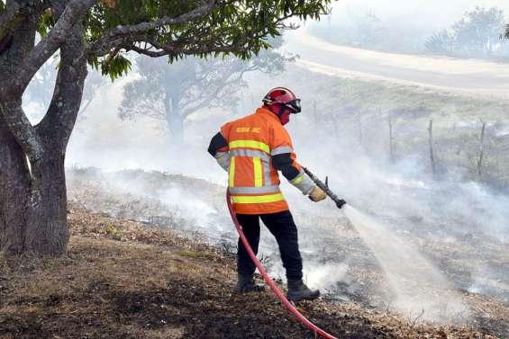 Poum: l'incendie, maîtrisé, a brûlé 2000 hectares de végétation et une habitation