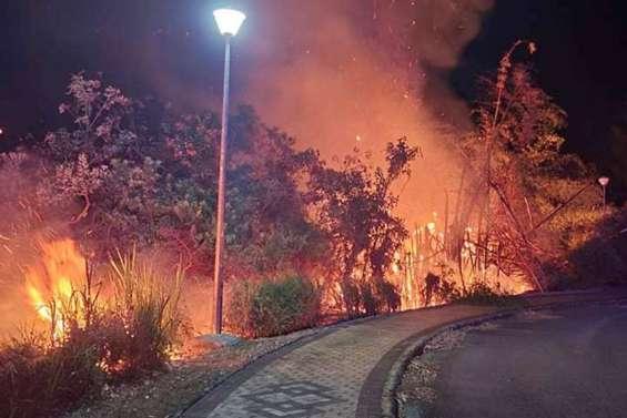 Un incendie en plein couvre-feu au village de Bourail