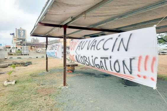Obligation vaccinale: une quinzaine d'organisations haussent le ton