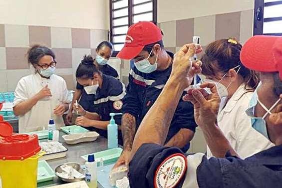 Des pompiers formés à la vaccination