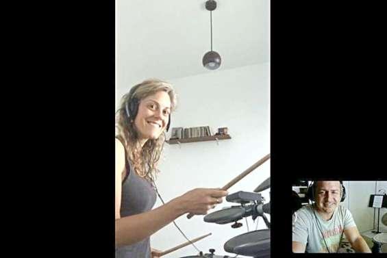 En confinement, les cours de musique continuent en ligne