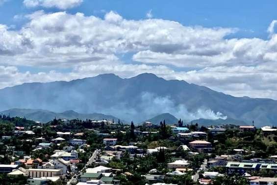 Un incendie fait rage au Mont-Dore