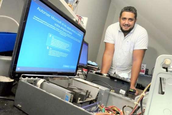 Grâce aux PC reconditionnés par Kévin, dix étudiants peuvent suivre les cours