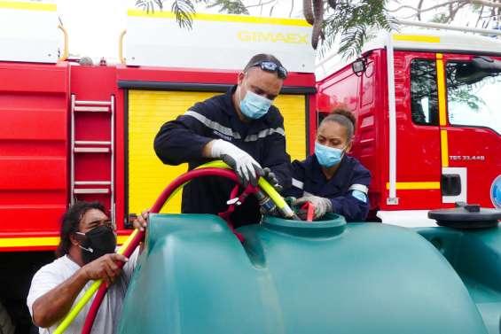 Deux cuves et 6000 litres d'eau offerts aux habitants du squat du Caillou bleu