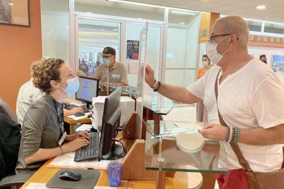 Société : en mairie, une journée rythmée par les demandes de pass sanitaires