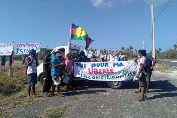 Une marche contre l'obligation vaccinale à Ouvéa