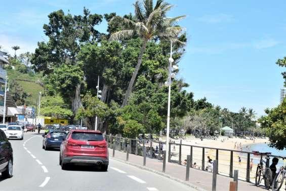 Confinement strict: une matinée animée à Nouméa