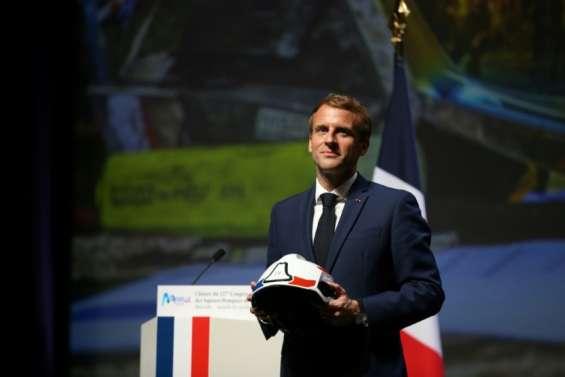 Appels d'urgence: une plateforme unique à l'essai dès 2022, annonce Macron