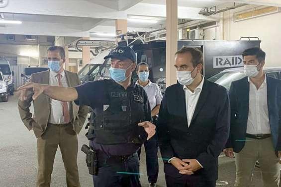 Le ministre Sébastien Lecornu à la rencontre des policiers