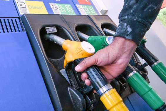 Des chèques carburant face à la hausse des prix