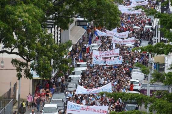 Gros plan : des milliers de Calédoniens en démonstration de force