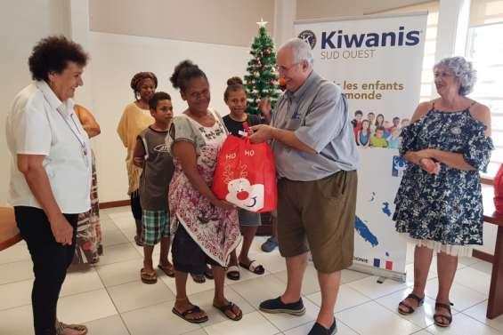 A la mairie, remises de dons en série  aux associations