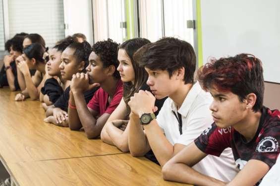 Des collégiens unis contre le harcèlement