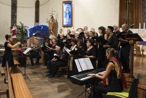La chorale Les Alizés entonne des chants de Noël
