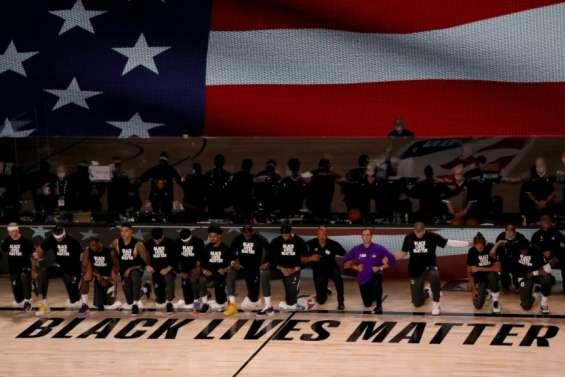Genoux à terre, voix qui porte: en 2020, la lutte des sportifs US contre le racisme