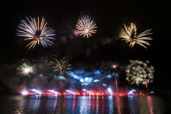 [VIDÉO] Le feu d'artifice a illuminé le ciel de Nouméa pour célébrer 2021