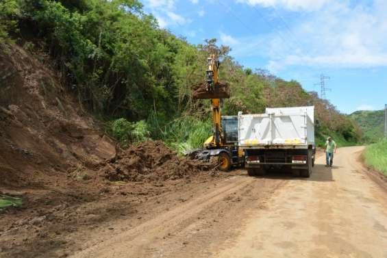 Bourail : après le déluge, place au nettoyage des routes