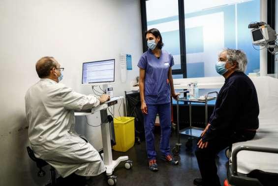 Vaccins: le gouvernement promet d'accélérer la cadence