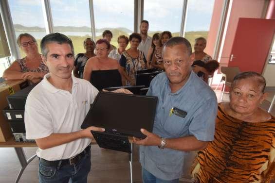 Ateliers informatiqueen vue pour les seniors de Koueta Baie