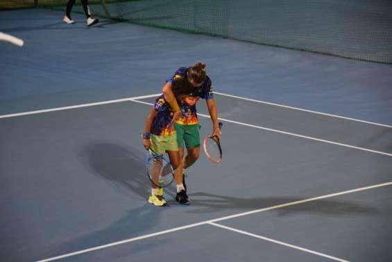 Quand le tennis rend service