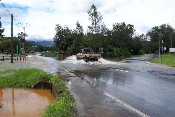 Dumbéa : deux radiers toujours submergés par les eaux
