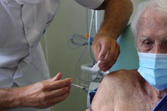 Premières injections au fenua