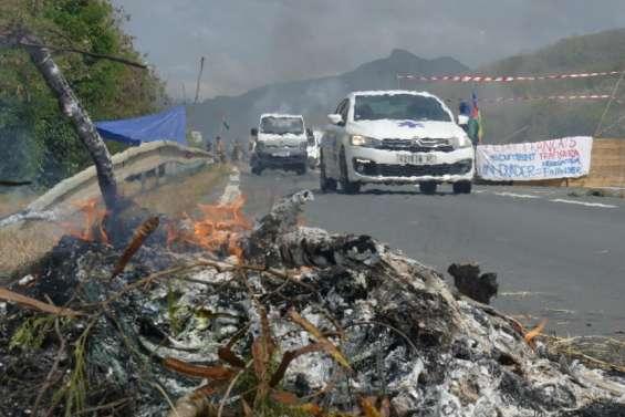 [MàJ] La route de Yaté bloquée, le maire du Mont-Dore appelle à
