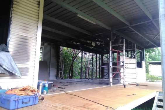 Un mois après l'incendie, le camp de scouts en pleine reconstruction