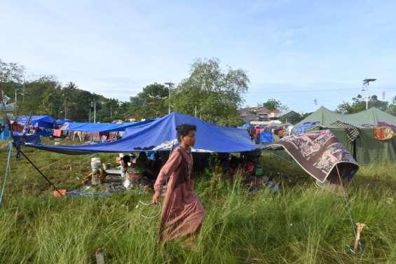 Des soignants épuisés traitent un flot de blessés du séisme
