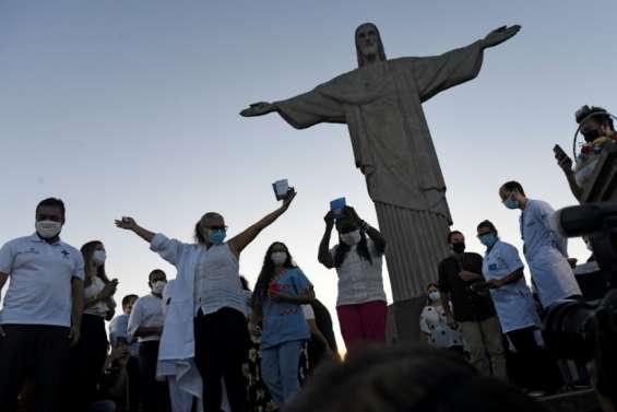 Lancement au Brésil de la vaccination contre le Covid-19