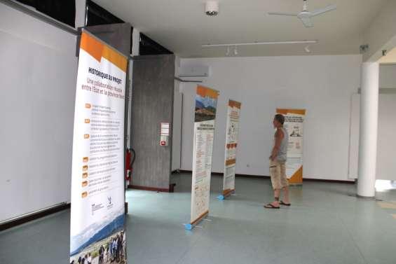 L'exposition sur le centre de détention de retour à Koné