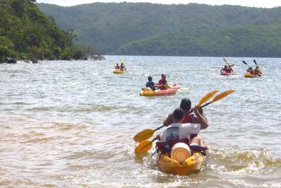 Découvrir Prony et les sources d'eau chaude en kayak