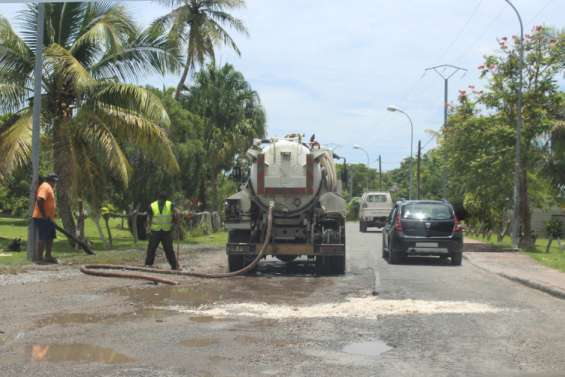 ÀLösi, un camion depompage pour dégager la route
