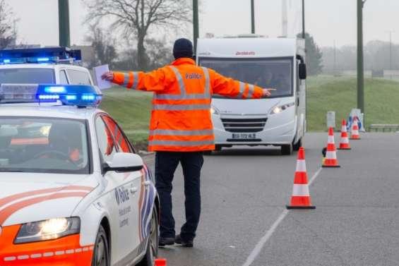 Covid: l'UE appelle à limiter les voyages face à une situation