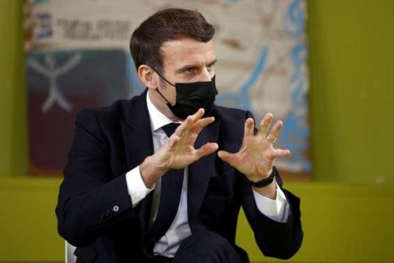 Macron promet aux étudiants un jour de fac par semaine